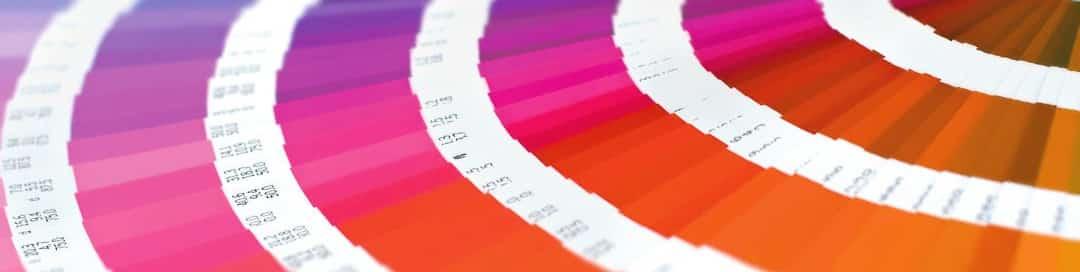pantone pms waaier met verloop van blauw naar oranje